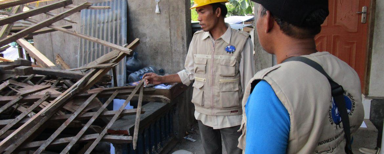 Distribusi Terpal untuk Pengungsi di Kabupaten Lombok Utara 5