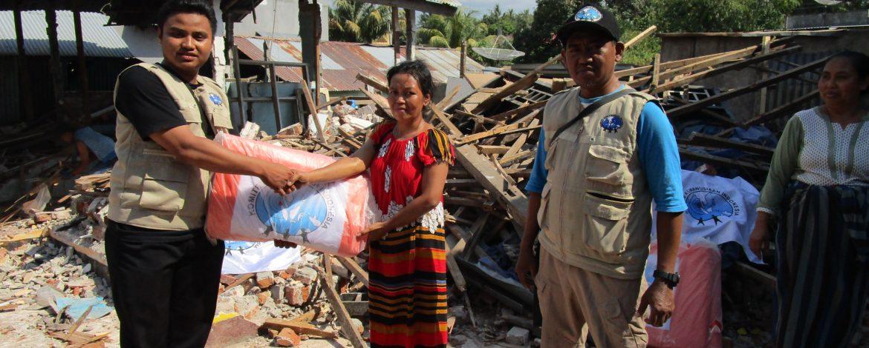 Distribusi Terpal untuk Pengungsi di Kabupaten Lombok Utara 7