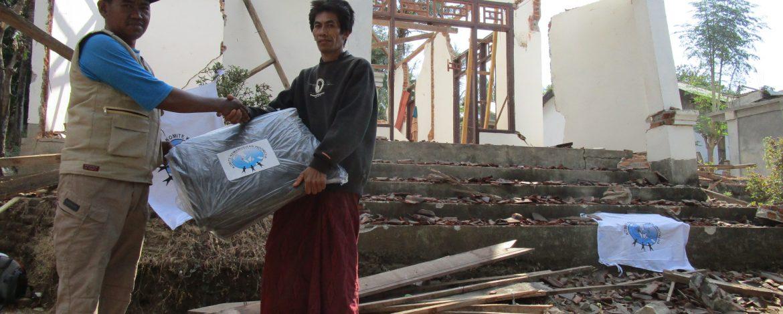 Distribusi Terpal untuk Pengungsi di Kabupaten Lombok Utara 8
