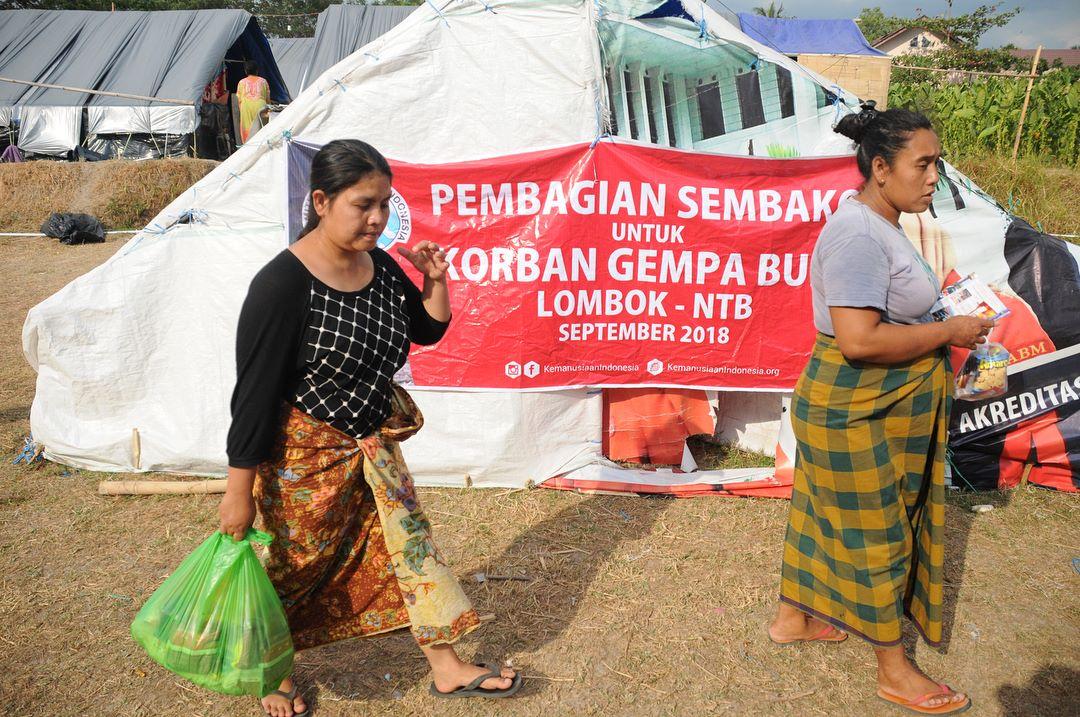 distribusi bantuan makanan untuk pengungsi lombok oleh komite kemanusiaan indonesia 3