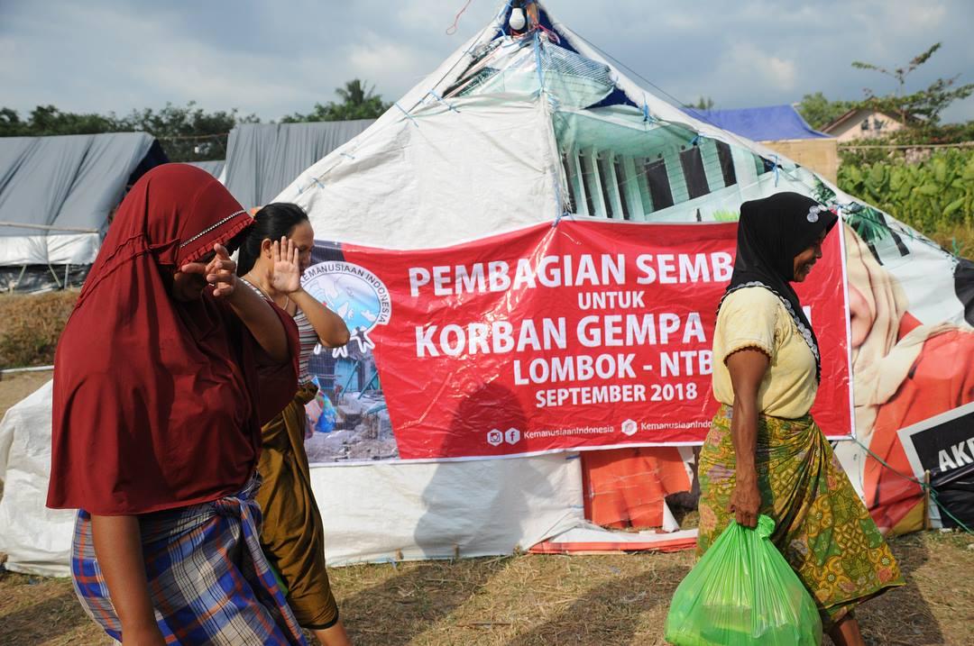 distribusi bantuan makanan untuk pengungsi lombok oleh komite kemanusiaan indonesia 5
