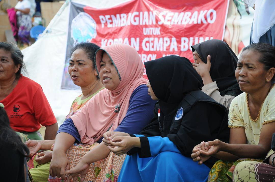 distribusi bantuan makanan untuk pengungsi lombok oleh komite kemanusiaan indonesia 6