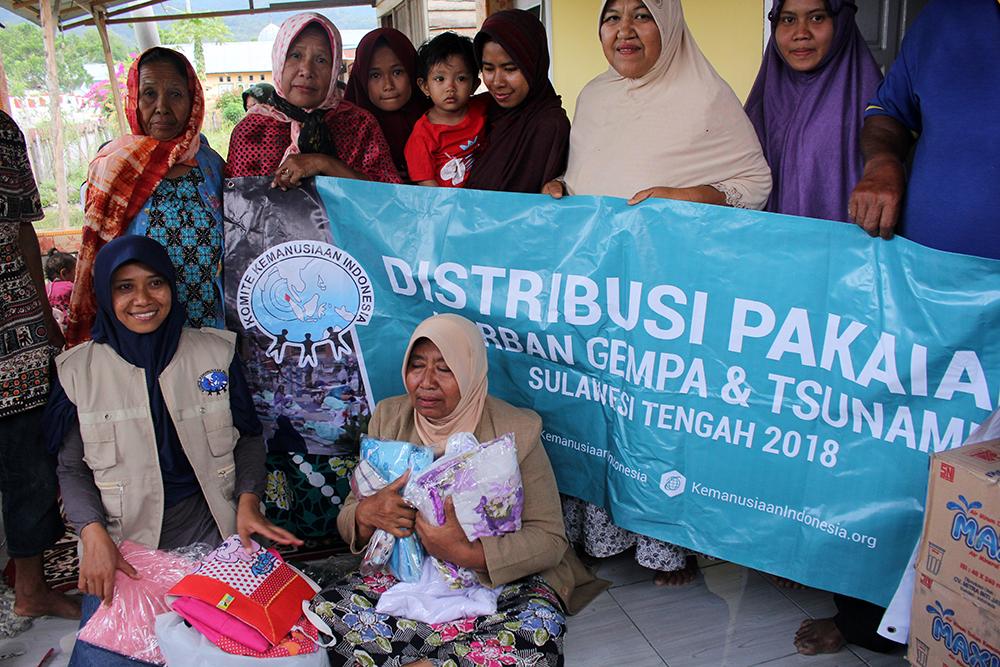 distribusi pakaian layak pakai untuk korban gempa dan tsunami di palu