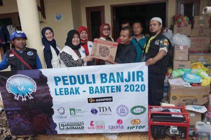 Relawan KKI Distribusikan Logistik untuk Korban Banjir Bandang Lebak