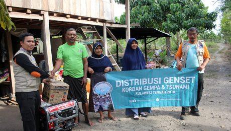 distribusi genset untuk korban gempa dan tsunami di palu sulawesi tengah