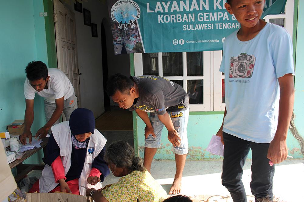 layanan kesehatan untuk korban tsunami aceh oleh relawan kki