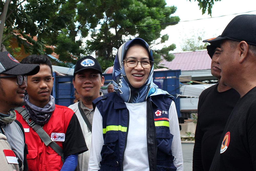 relawan komite kemanusiaan indonesia dan walikota tangerang selatan Airin Rachmi Diany dan bpbd tangsel